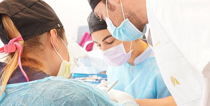 ¿Problemas de encías? Puedes tratarlos gratis gracias al Máster de Clínica Dental Gioia