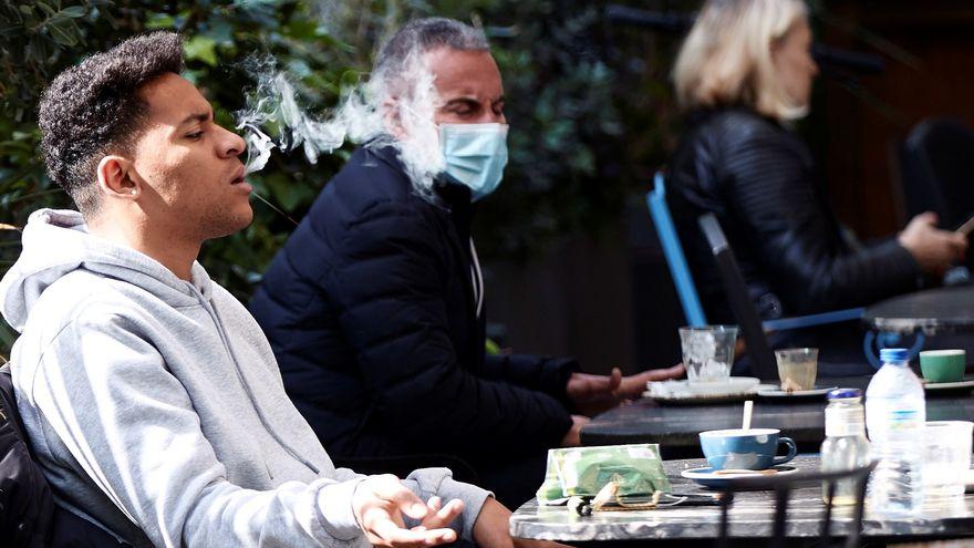 Fumar podría disminuir los anticuerpos tras la vacunación del coronavirus